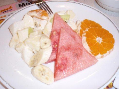 在购物中心顶层餐厅吃的午饭,这个水果拼盘很好吃!-第二天