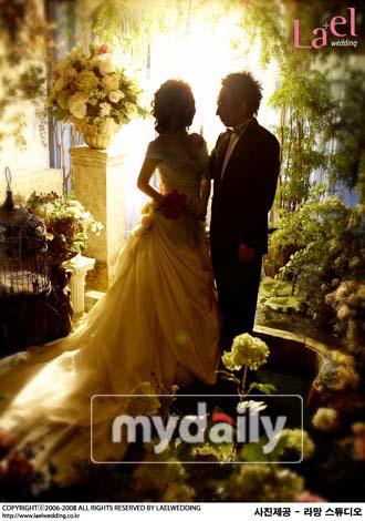 [04-07]搞笑艺人朴明秀和他美丽的妻子的结婚照被公开 - 蓝色幻影love - 安~....