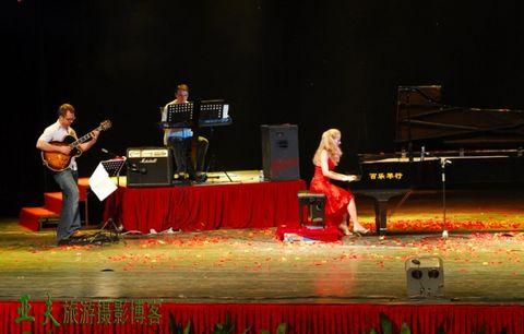 (原创)天使之爱.浪漫钢琴音乐会之一 - 高山长风 - 亚夫旅游摄影博客