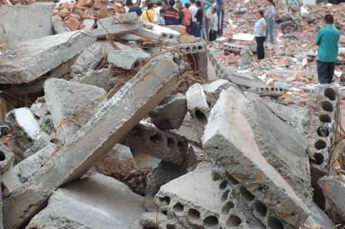【转载】国家救援队:倒塌校舍混凝土里全是铁丝! - 摩罗 - 摩罗的博客