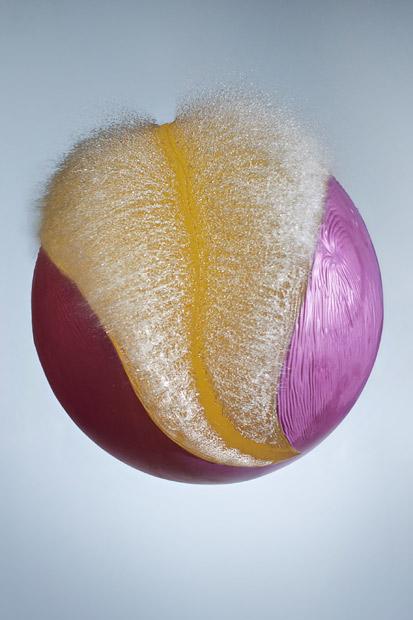 捕捉水气球爆裂瞬间的精致之美(组图) - 刻薄嘴 - 刻薄嘴的网易博客:看世界