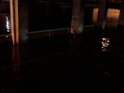 北京暴雨,惊现黑昼 - 老婆骑马我赶驴 - 博宇宙经纬,易天地春秋