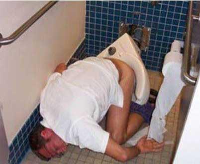 组图:醉酒后的丑态百出