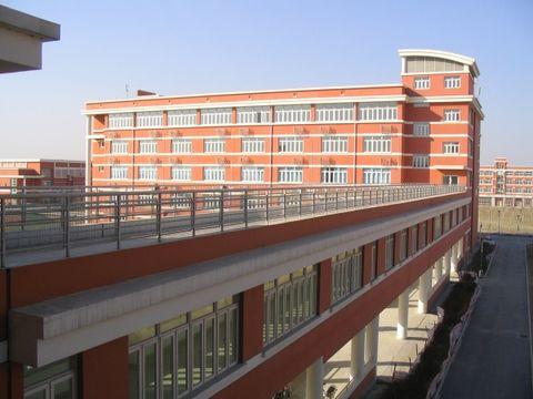 连结试验楼和教学楼的外廊
