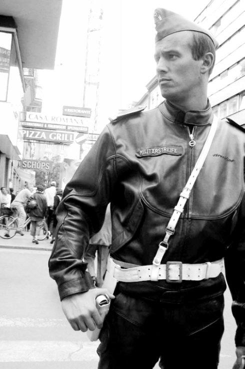 制服皮革的世界表情