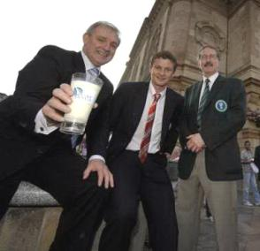 7.30 伊格尔斯解释为何离开 弗爵爷暗示贝巴难买 官网选择索尔斯克亚魔术时刻 曼联U17参加牛奶杯晋级 - 罗米 - Into Oldtrafford