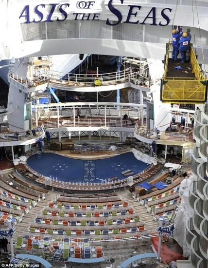 揭秘世界最大最豪华邮轮:长360米耗资8亿英镑 - 春  雨  润  大  地 - 春 雨 润 大 地