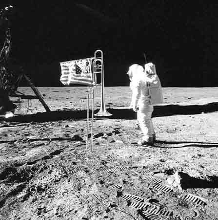 """* 月球迷案:外星人警告美国人--""""回家去""""! - 外星人给地球的忠告 - UFO 外星人不明飞行物 和平天使"""
