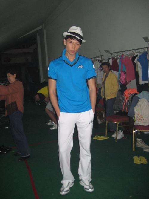 北京国际时装周:名模Kappa后台裸身自拍PK身材 - 110414 - 左岸麦田の魔男志