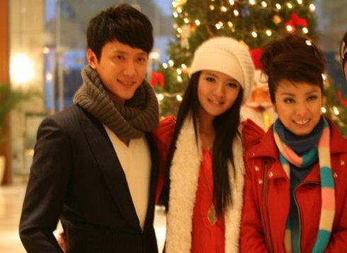 《锁清秋》一家三口同贺圣诞 - 冯绍峰 - 冯绍峰の部落格