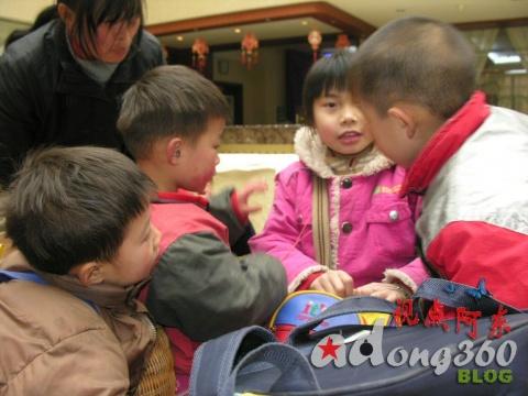 最用功的小乞丐与最美丽的小女孩(组图) - 视点阿东 - 视点阿东