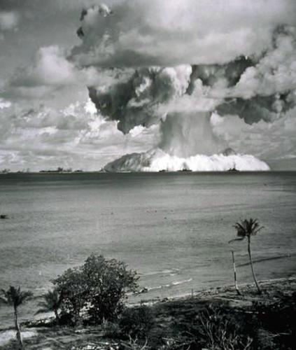 美核试验老照片:日本长崎原子弹爆炸瞬间