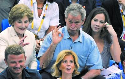 布什赶场观看多场比赛 做鬼脸表情很搞怪 - sch - sunchanghai的博客
