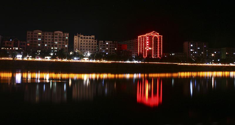 【原创】小城夜色 - 歪树 - 歪树