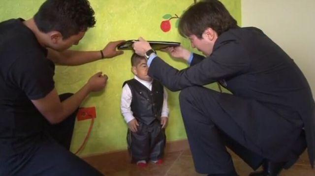 世界最矮男子身高70cm,梦想周游世界见成龙(组图) - 刻薄嘴 - 刻薄嘴的网易博客:看世界