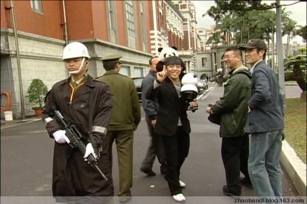 马英九接受熊猫人物大奖 - 赵半狄 - 熊猫艺术家赵半狄的博客