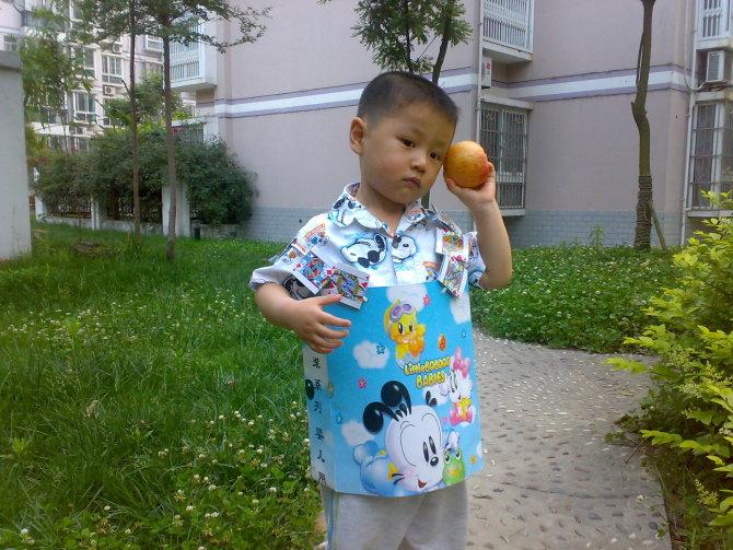 幼儿园用袋子制作衣服步骤