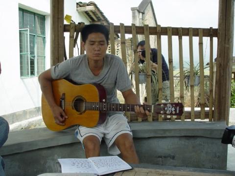 [原创]给生命一个真诚的微笑 - 安静的电吉他 - 王军艺术论坛