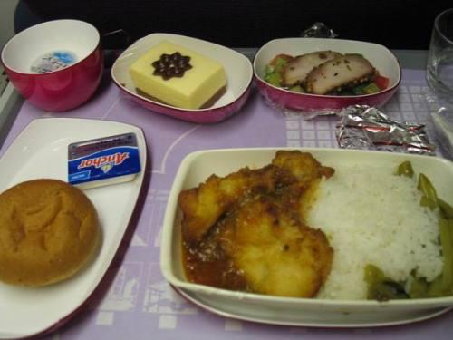品尝到比经济舱更好的飞机餐