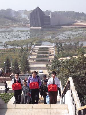 《长江日报》关于中山舰抗日阵亡将士迁坟仪式的报道 - 雁门薩氏家园 - 雁门薩氏家园