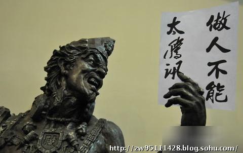 2010年7月5日,在江苏镇江市学府路上的洗衣液厂家门口有一块广告牌,其广告语竟称:唯有罪恶洗不掉。