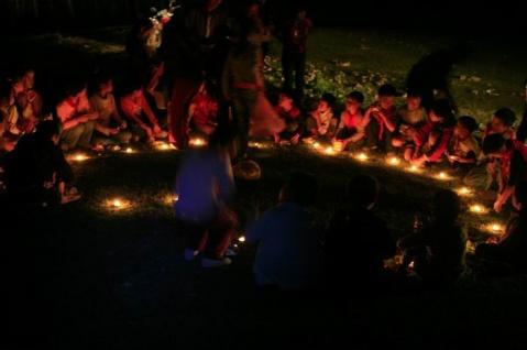 (社会关注)燃起爱的烛光 - 老刘的博客 - 未来水世界