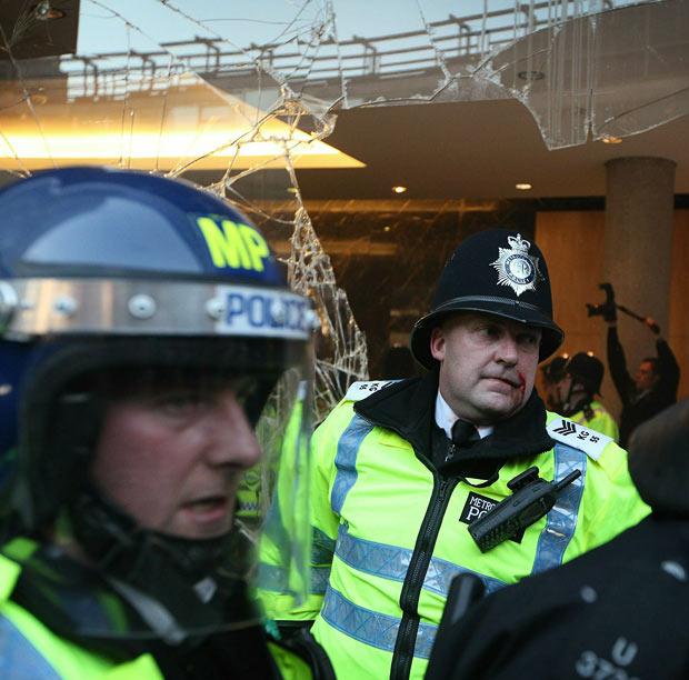 上万英国学生伦敦街头闹事,示威抗议学费大涨(组图) - 刻薄嘴 - 刻薄嘴的网易博客:看世界