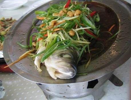 日月潭的清蒸鱼:据说鱼头象李登辉 身子象陈水扁 - 赵小波 - 赵小波的博客