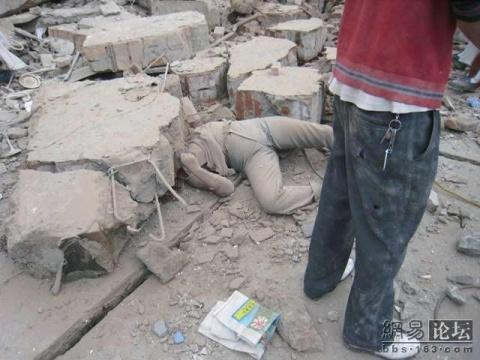汶川大地震中最悲惨的画面(512大地震汇总图片) - 平衡天下 - 平衡天下