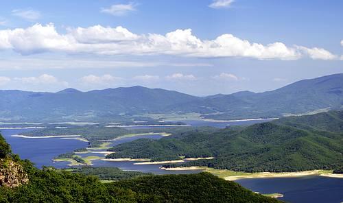 松花湖风景区面积有1000余平方公里,是个集游览,观光,疗养,度假以及游