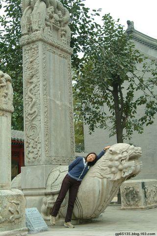 北京五塔寺的龟碑 - 六月荷花 - 六月荷花的池塘