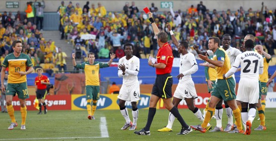 图文-[小组赛]加纳VS澳大利亚罗塞蒂果断亮出红牌