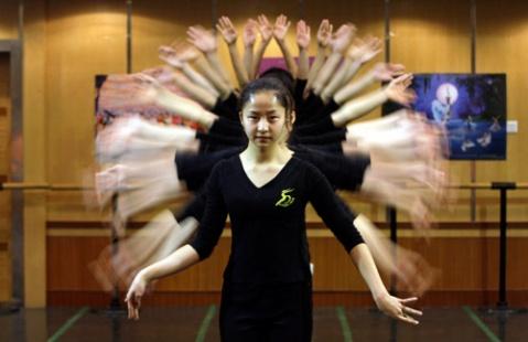 搜搜-图片吧-走进中国残疾人艺术团 - 水^木^白 - 贵阳 画室 高考美术培训