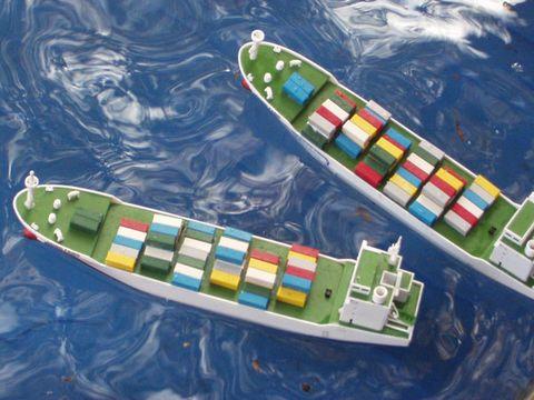 """参加第八届""""我爱祖国海疆""""全国青少年航海模型竞赛"""