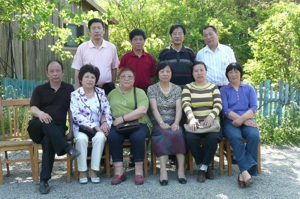 全家福――赴上海知青聚会散记之三 - 无眠月 - 冬天已经来了……