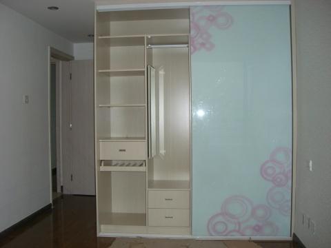 主人房衣柜内部结构.有三个抽屉 主人房衣柜大功告成.这两扇玻璃