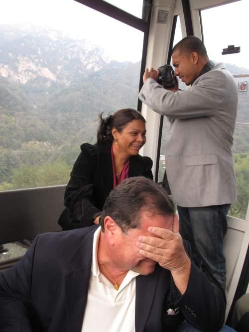 (三)美国议员第一天在华 闹出大堆笑话 - 高娓娓 - 高看美国