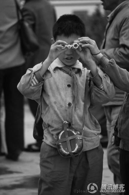 黑白照片,记录了80年代人的生活图片