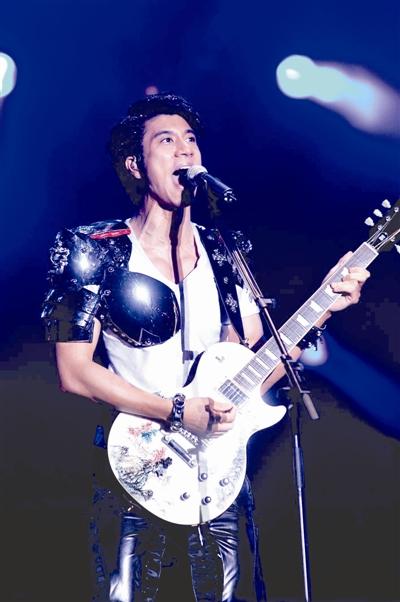 王力宏演唱会现场赠单曲碟 - 音乐超人 - 音乐超人