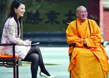 2008年4月3日,少林寺方丈释永信接受李湘采访时说,和尚也要关心政治.记者邱琦/图