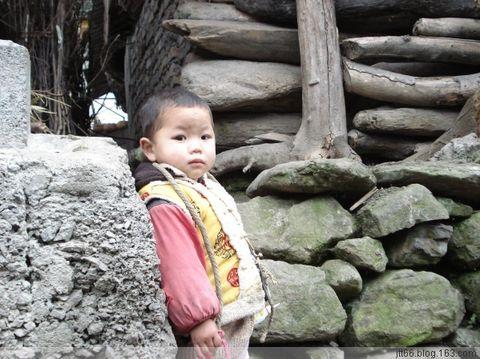 彝家山寨 - 靳童 - 似水流年