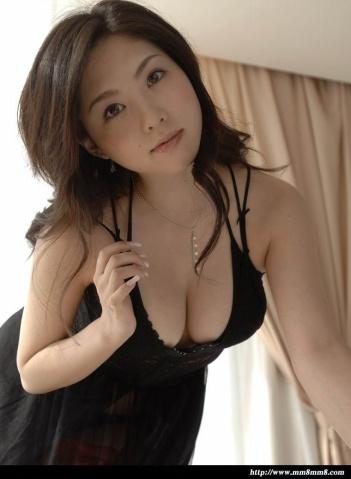 绝美少妇_绝美少妇踉珏全裸拍摄床上写真