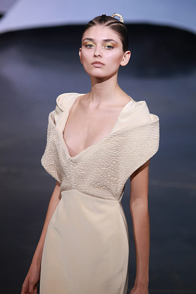 2011巴黎时装周压轴开场,模特演绎大胆激情(组图) - 刻薄嘴 - 刻薄嘴的网易博客:看世界