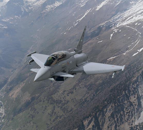 图文:意大利空军双座型台风战机空中巡航