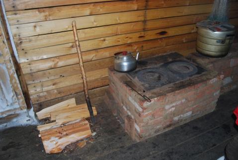 取暖做饭的炉子,烧的柴火