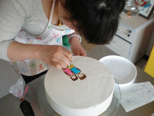 如何在蛋糕上畫畫