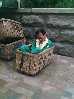 累了就歇儿会(街头拍摄) - zhemu - 柘木