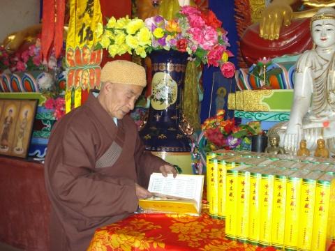 (原创)恭送《大藏经》(组图) - 新佛教徒 - 正信之路