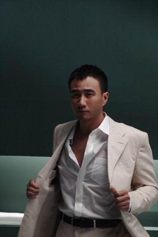 CCTV6 中国电影报道 硬汉子胡军 男人哭吧不是罪