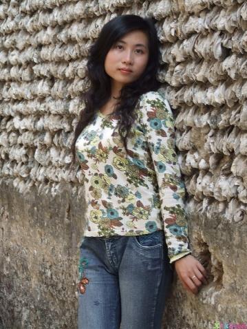《蚝壳屋墙下的美女》